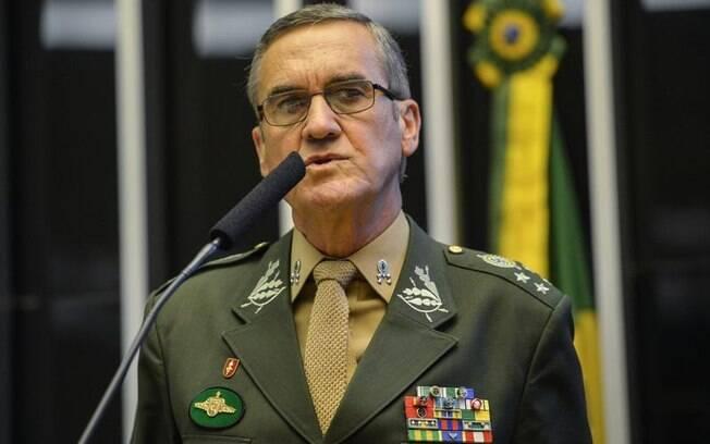 General Villas Bôas, comandante do Exército Brasileiro, durante sessão solene na Câmara dos Deputados