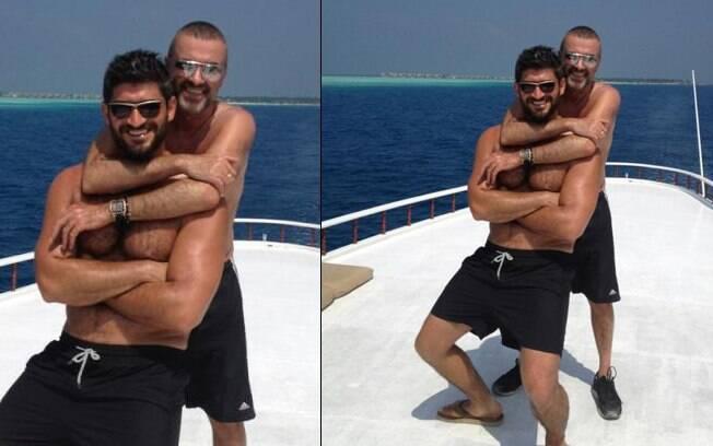 O cantor e o estilista estão aproveitando as férias em algum lugar do Hemisfério Sul