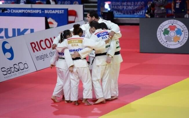 Brasileiros na disputa por equipe mista no Mundial de judô