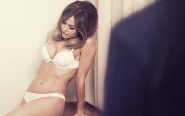 2681d0694d40b Sabrina Sato posa provocante de lingerie   Adoro sutiã que aumenta ...