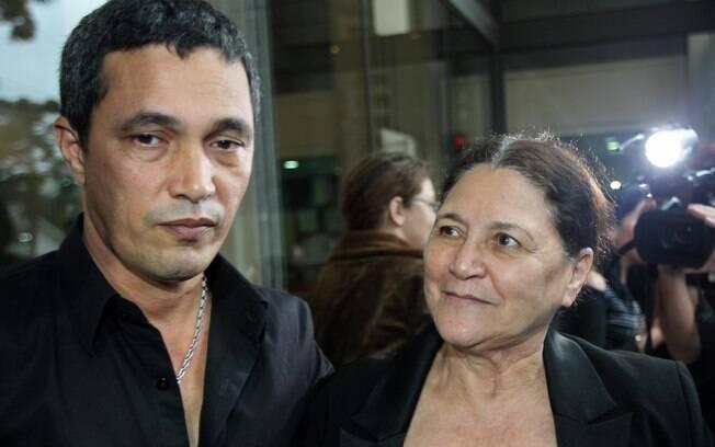 Emanuel, irmão dos cantores, e a mãe, Dona Helena