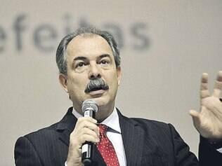 Ministro da Educação foi internado no Hospital das Forças Armadas em Brasília na última quinta-feira com fortes dores abdominais