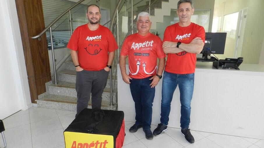 Juliano Matias, Roberto Fantin e Roberto Carpes, sócios do Appétit Delivery