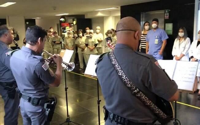 A banda emocionou os profissionais de saúde