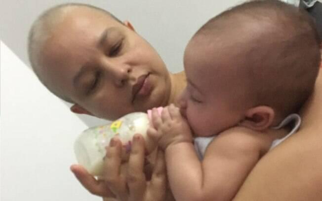 Para Elida, uma das maiores dificuldades foi ter de ficar longe da filha durante a quimioterapia