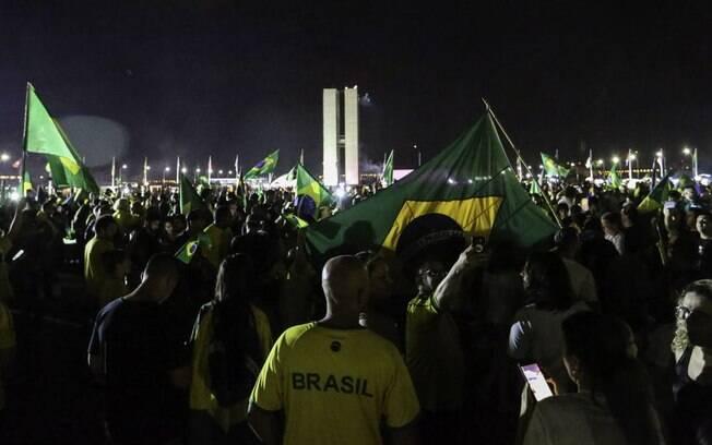 Apoiadores de Bolsonaro fizeram festa na Esplanada após o resultado das eleições; parte deles pretende ir a posse