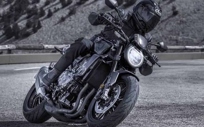 Honda CB 1000R 2021:  novos detalhes deixam o modelo mais esportivo, como o novo ângulo de encaixe do farol  de LED