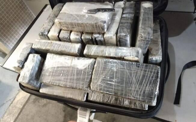 Funcionários de aeroporto ajudavam no tráfico de cocaína para Portugal