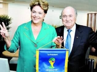 Dilma com o presidente da Fifa, Joseph Blatter, na abertura da Copa