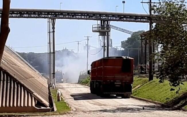 Incêndio atinge área de empresa de fertilizantes no Betel, em Paulínia