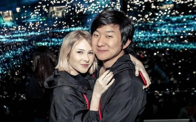 Sammy abraçada com Pyong