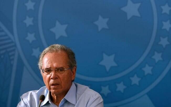 Presidente citou ministro da economia sobre veto a reajuste de salários de servidores
