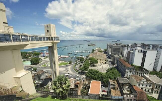 Cidade Baixa de Salvador, onde fica o Elevador Lacerda, cenário da obra