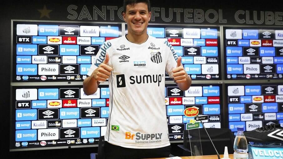Augusto Galván vestirá a camisa 18 do Santos