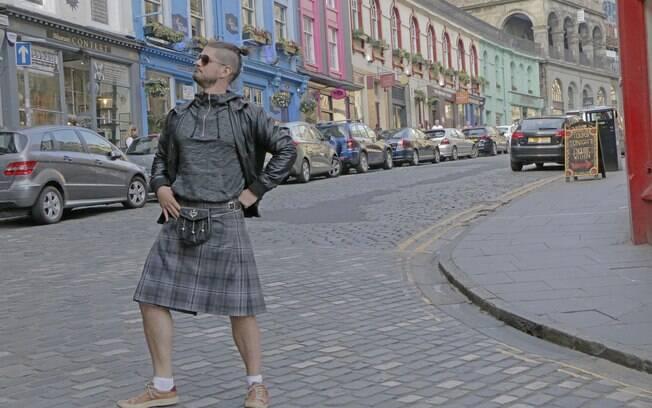 Vinícius se diverte nas ruas da capital da Escócia