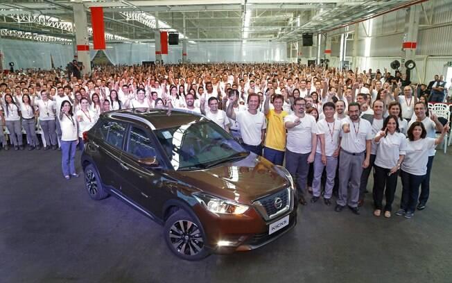 A Nissan comemora o início da produção do crossover Kicks na fábrica em Resende (RJ). Modelo terá mais versões