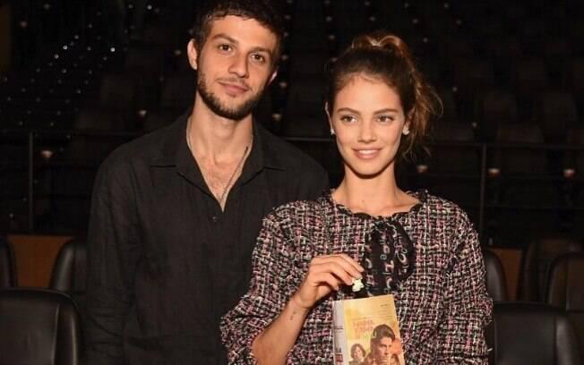 Uma das queridinhas da Chanel, Laura Neiva usou look do estilista Karl Lagerfeld em evento em fevereiro
