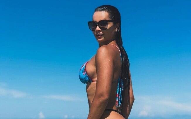 Fernanda D'Avila posta foto aproveitando os últimos dias do verão norte-americano e recebe diversos elogios