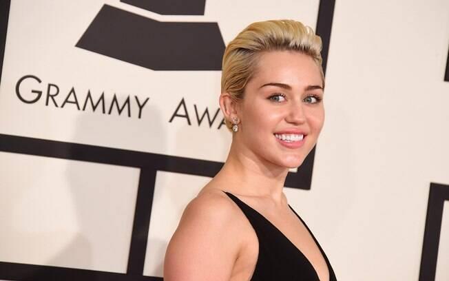 Atriz e cantora Miley Cyrus declarou que teve transtorno dismórfico corporal; para ser diagnosticada como TDC, preocupação com a aparência precisa prejudicar a rotina da pessoa