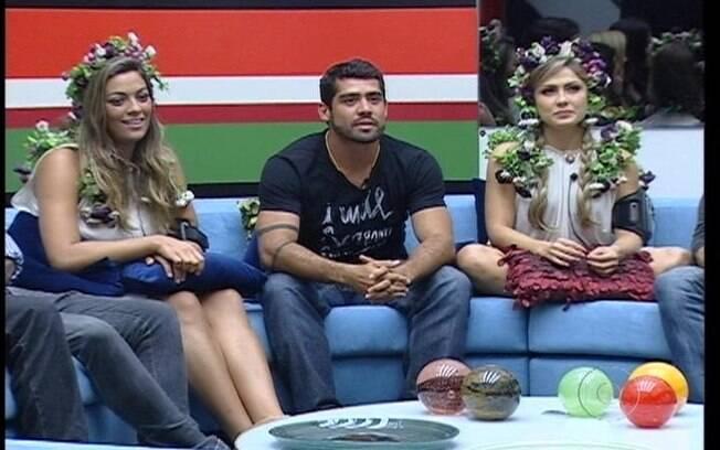 Bial fala com Yuri, Renata e Monique