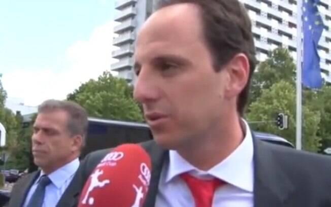 Rogério Ceni fala inglês na chegada a Munique  para a Audi Cup