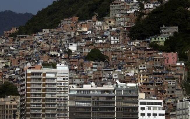 Favela do Cantagalo está localizada entre Copacabana e Ipanema no Rio de Janeiro