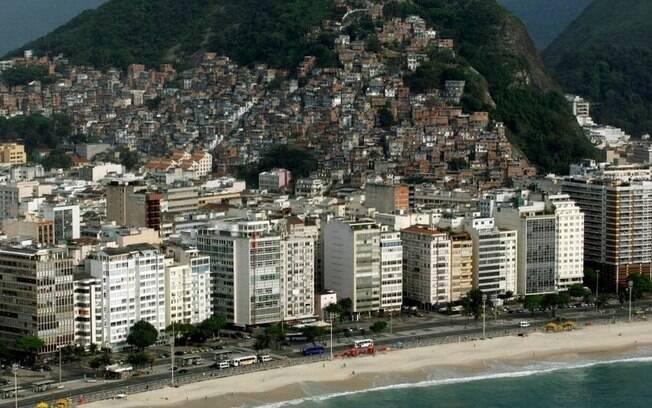 Favela do Cantagalo está situada entre os bairros de Copacabana (foto) e Ipanema