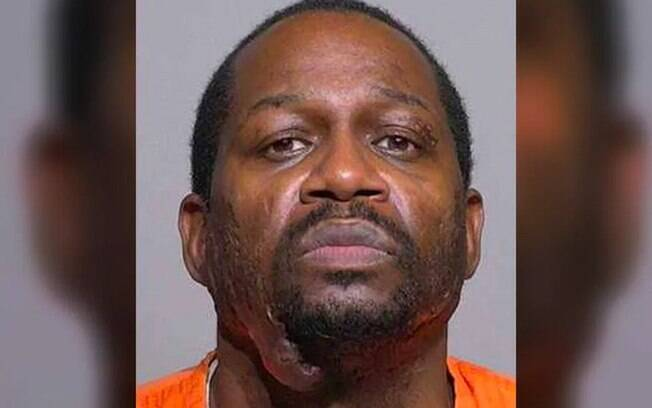Homem teria dado dois tiros na cabeça da vítima.