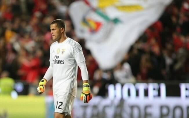 Júlio César está de saída do Benfica e família indicou aposentadoria em postagens