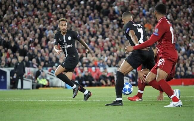Neymar deu assistência para o gol de Mbappé diante do Liverpool, mas mesmo assim foi muito criticado