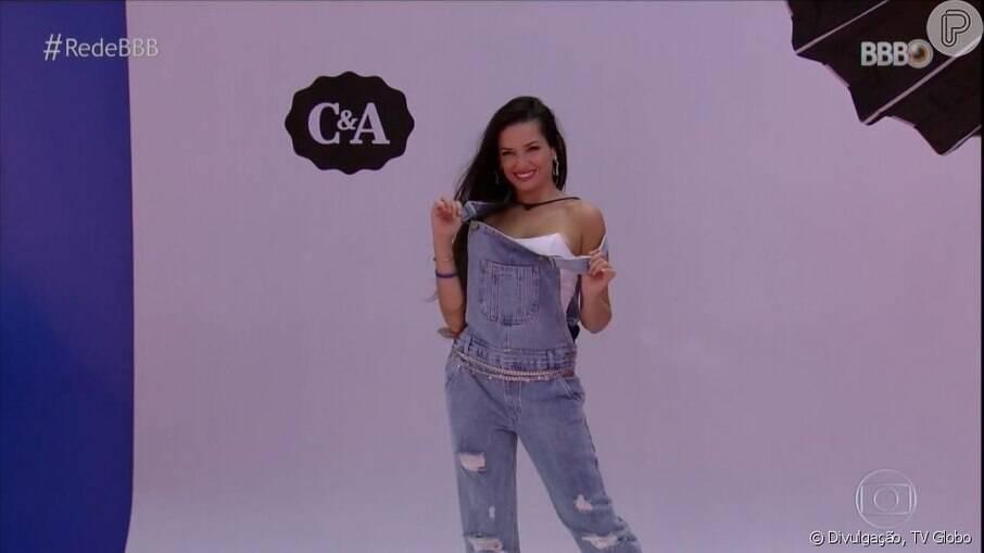 Juliette aposta no macacão jeans com cropped