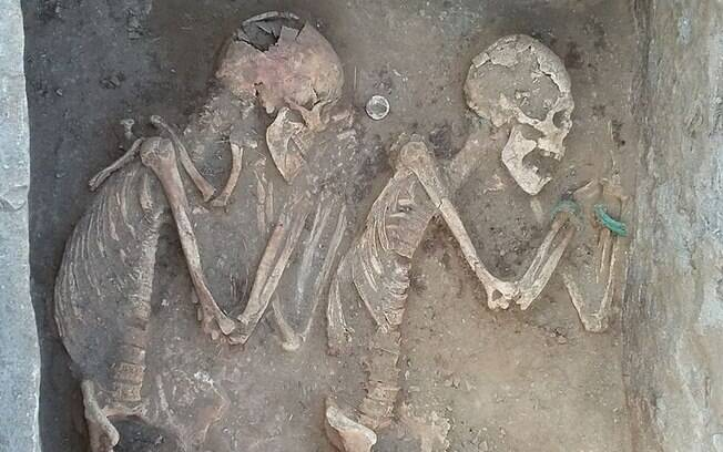 Esqueletos foram achados em região do Cazaquistão e estão sendo comparados ao casal shakespeariano 'Romeu e Julieta'