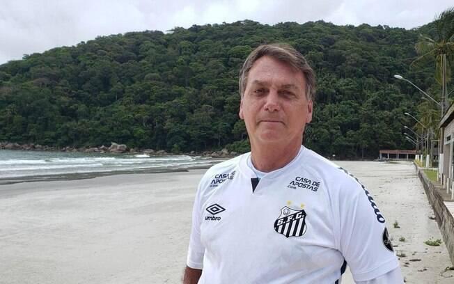 Bolsonaro participa de jogo beneficente
