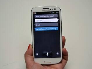 S Voice permite interagir com o aparelho por meio de comandos de voz