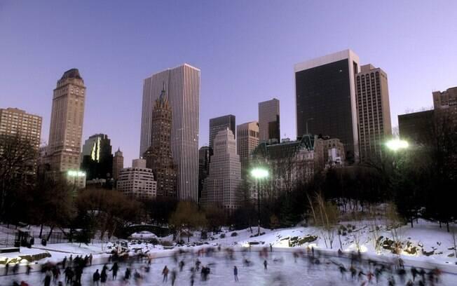 No inverno, os turistas aproveitam a neve em Nova York