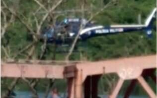 Policial militar morre após helicóptero da corporação cair na Baía de Guanabara