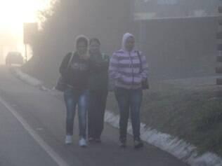 Cidades -  Forte frio e neblina  na manha desta quinta - feira (31), em Nova Lima MG. Os termometros chegam a registrar 9°C . Foto: Alex de Jesus/O Tempo 31/07/2014
