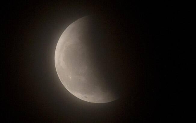 Último eclipse do ano acontece nesta terça-feira
