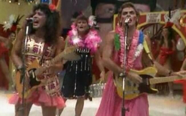 A banda Ultraje a Rigor compareceu com roupas femininas