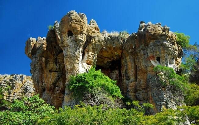 A Pedra Castelo do Piauí é uma formação rochosa misteriosa que dizem abrigar um ser de outro planeta
