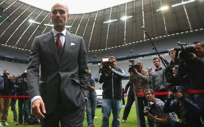 Imprensa acompanha Pep Guardiola na Allianz  Arena, a casa do Bayern de Munique