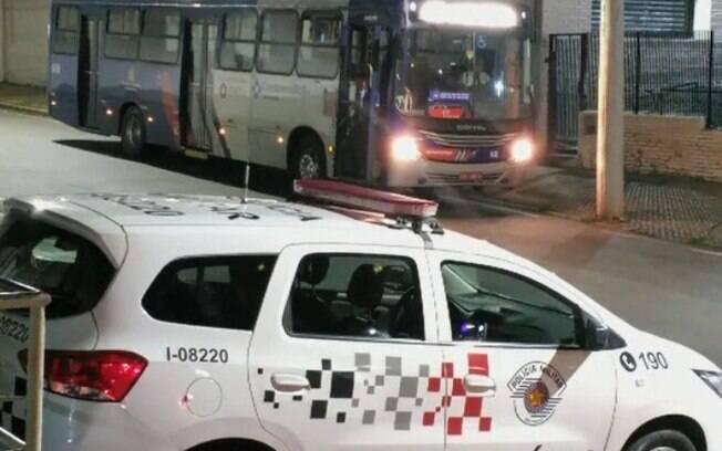 Homem tenta assaltar ônibus em Campinas e é detido por PM à paisana