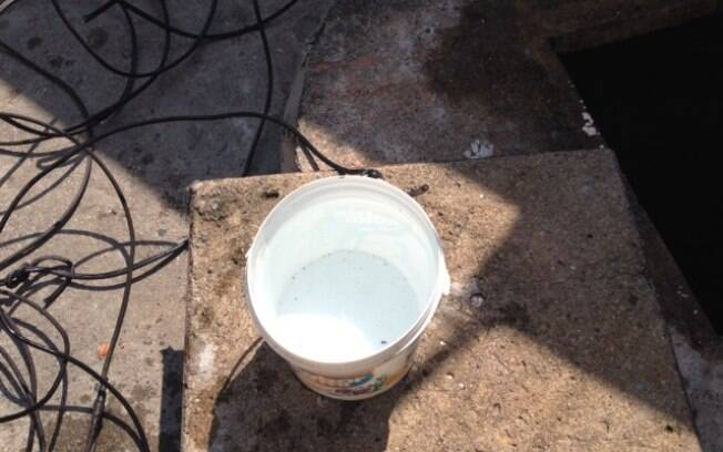 Água que sai do poço é inodora e incolor, mas não se sabe se é potável. Foto: Maria Fernanda Ziegler/iG