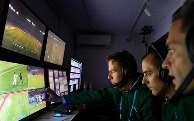 A Conmebol utilizará o sistema de árbitro de vídeo a partir das semifinais da Libertadores 2017