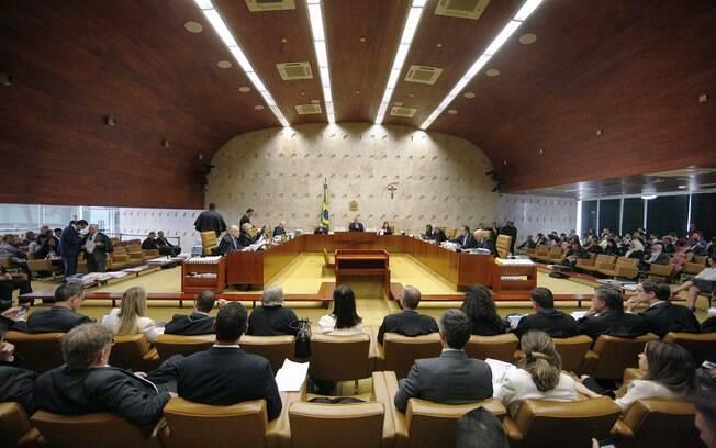 Plenário do Supremo Tribunal Federal discute se há omissão legislativa para criminalização da homofobia