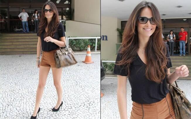 Priscila Machado deixando o mesmo hotel onde o namorado Cesar Cielo está hospedado