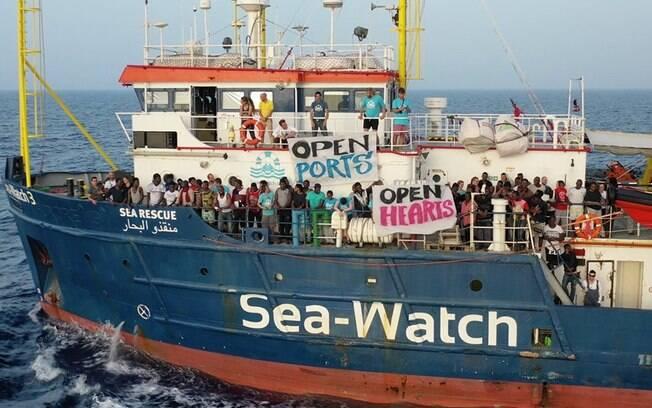 Ao todo, 40 migrantes aguardavam no navio da ONG Sea Watch para desembarcar na Itália