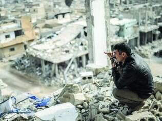 Devastada. A cidade de Kobane, na Síria, foi recuperada das mãos do Estado Islâmico no fim de janeiro pelos curdos, após quatro meses de intensos combates. Derrota do EI na região mostra que, embora difíceis, os radicais não são invencíveis