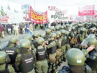 Revolta. Primeiro dia de paralisação registrou confrontos entre manifestantes e polícia na capital
