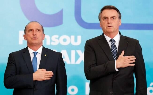 Onyx Lorenzoni, ministro da Cidadania, responsável por desenhar o calendário do auxílio, e o presidente Jair Bolsonaro